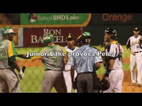 PELEA JUEGO AGUILAS VS. ESTRELLAS, JUNIOR LAKE PROVOCA TRIFULCA