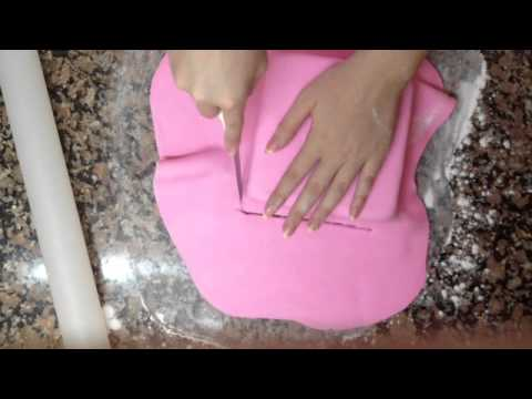 ¿Cómo decorar una torta con fondant?