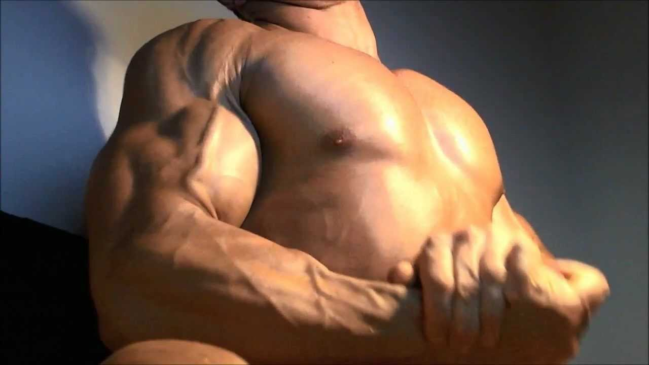 Muscle God Alex Flexes his Ripped and Vascular Guns - YouTube