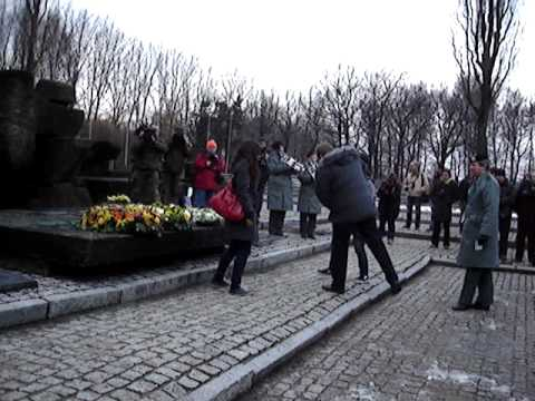 Atheneum Ronse huldigt slachtoffers in Auswitch II Birkenau 24 januari 2012
