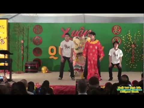 Mua Lan Dance - Lion is Dancing - The Lion Dance - Xuan Tet 2013