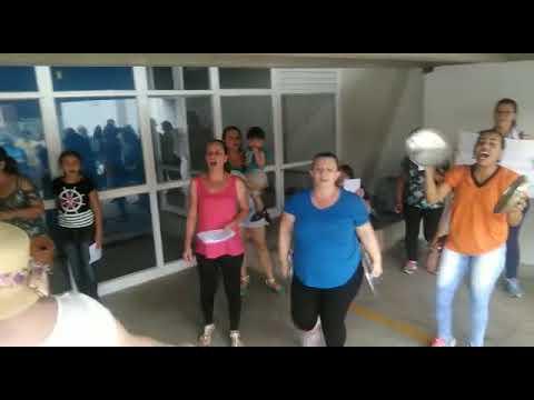 Vídeo Vídeo:  Protesto contra fechamento de creche tem panelaço na frente da Prefeitura