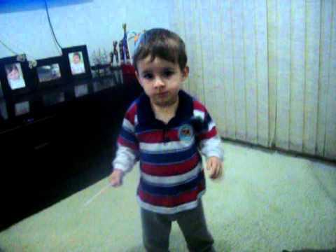 (MIGUEL)criança de 1 ano e 5 mese dançando Michael Jackson/claudinho e buchecha e funk