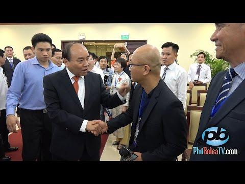 Phút gặp gỡ bất chợt với Thủ tướng Chính phủ VN Nguyễn Xuân Phúc