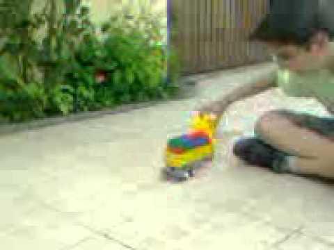 quebrando asa com caminhoes de brinquedo