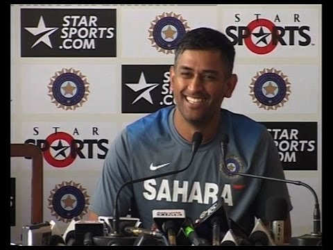 Dhoni laughs over spelling error in Sachins name