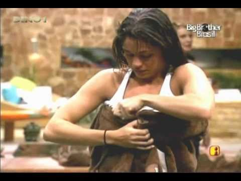 BBB11-Oops Maria Melilo pagando peitinho