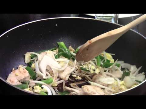 How to make chicken chow fun rice noodle