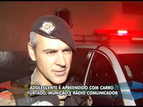 Adolescente é detido com carro furtado, munições e radiocomunicador