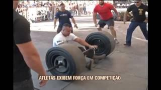 Atletas exibem for�a em competi��o de levantamento de peso