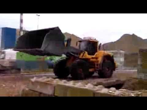 Volvo loading shovel and excavator loading Barge