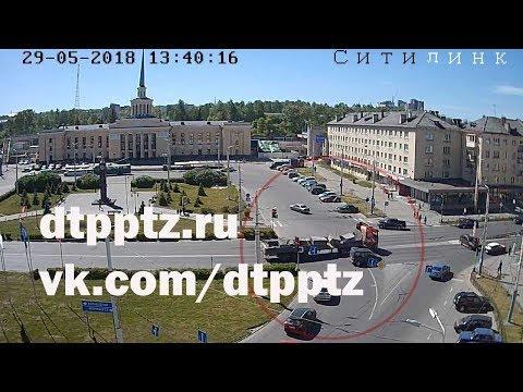 На площади Гагарина фура, избегая столкновения с нарушителем ПДД, выехала на встречку
