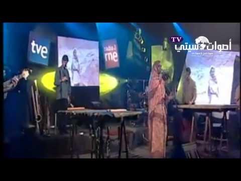 مغنية من افريقيا تغني بالأمازيغية