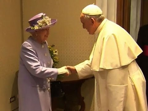 Queen Elizabeth meets privately with Pope Francis