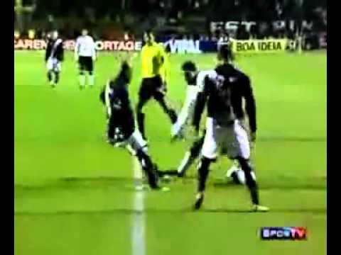 Ronaldo béo lừa bóng khiến đối phương ngã chổng kềnh- ko xem hơi phí!