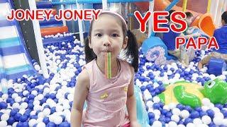 BÉ CHƠI NHÀ BÓNG 😍 Johny Johny Yes Papa Nursery Rhymes Song ♥ Dâu Tây Channel