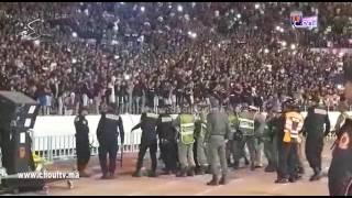 بالفيديو..لقطة اليوم من احتفالات الوداد بدرع البطولة..مواجهات بين الجماهير و القوات العمومية وها شنو وقع |