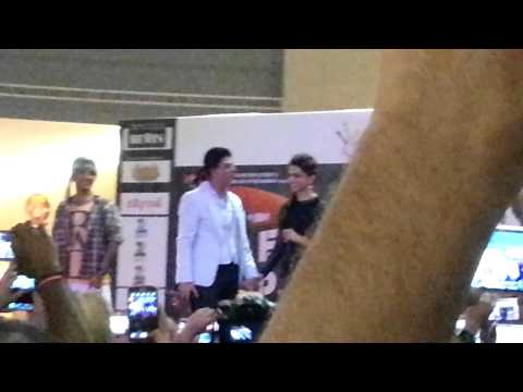 Shahrukh in Dubai Arabian Centre on 1st Aug  13
