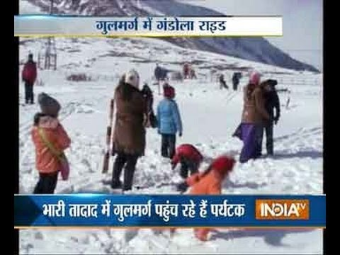 Watch tourists witness fresh snowfall at Gulmarg