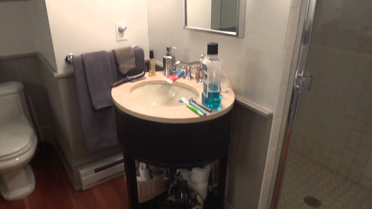 Bathroom tour 3rd floor bedroom keswick with american for Commodes bathroom tour