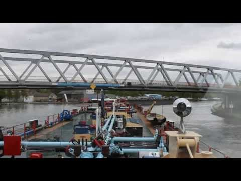 Ship Manoeuvres: Free floating barge separation @ Mulhouse