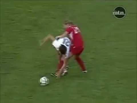 Cầu thủ nữ chơi xấu nhất hành tinh