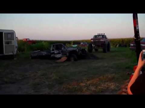 Everything is as it seems  ( ezerken bölünen araba ) 4X4 HELL FUN OF ROAD RACE