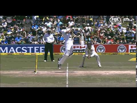 Johnson vicious bouncer to Hashim Amla