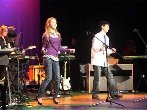Смотреть видео Ансамбли дали концерт в Доме Творчества