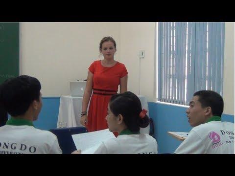 Cô giáo xinh đẹp khiến sinh viên HDIU không nỡ... nghỉ học