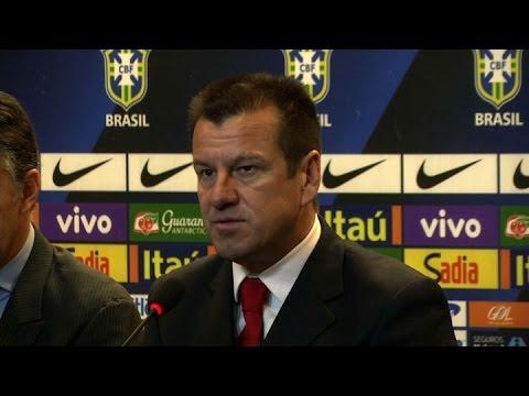 Dunga fue presentado oficialmente como nuevo técnico de Brasil