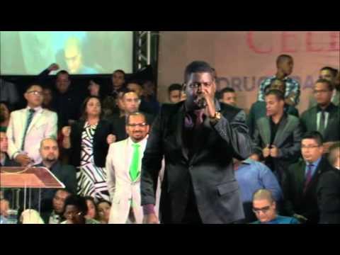 André da Carruagem canta música Ô Mulher no 23º Vigilhão Celebrai