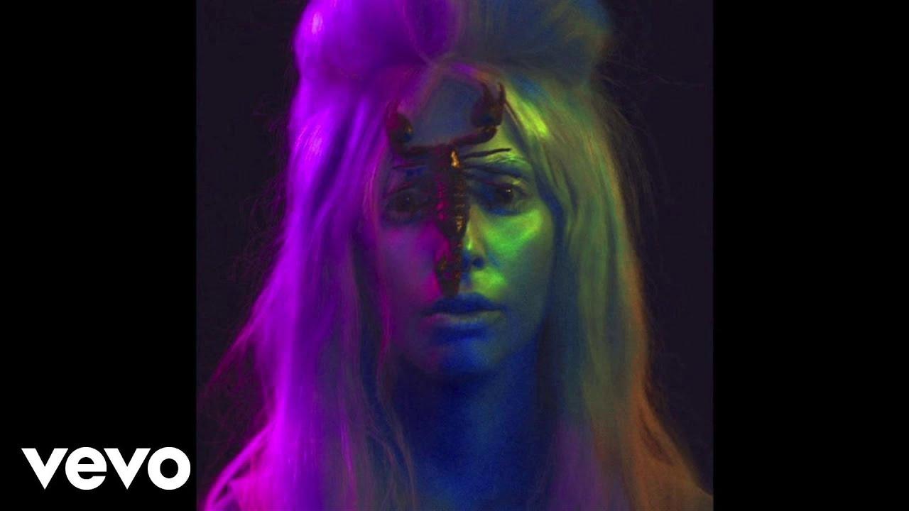 Lady Gaga #VENUS New Single 2013 cek deh lo semua pasti suka lagu nya . jan cjr ama jkt 48 mele ga aus apa? haha