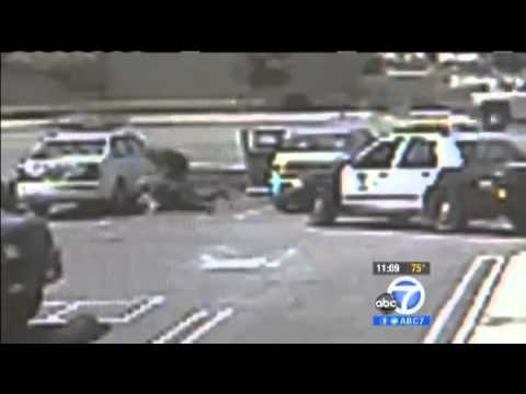 Women Brutally Beaten by LAPD for using Cell Phone
