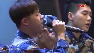 Thanh Duy bật khóc khi hát trong Gala Sao nhập ngũ