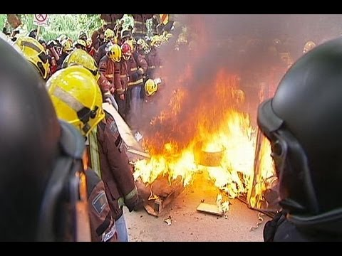 Firefighters clash with riot police in Spain during austerity protest