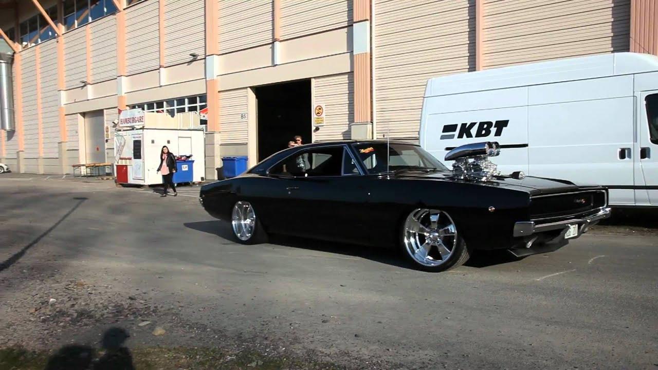 Petit burnout avec une Dodge Charger 68