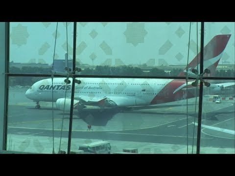 QANTAS AIRLINES TOWING AT DUBAI.