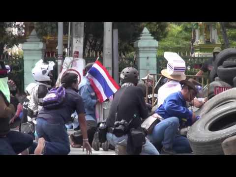 Đấu súng giữa cảnh sát và người biểu tình Thái Lan