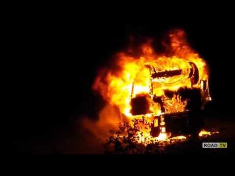 В Киеве на окружной загорелась фура.