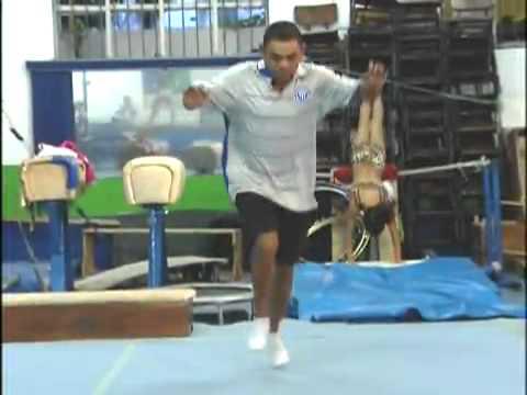 O massagista `ginasta`, Daniel Bomba, viaja a São Paulo e é a estrela do time do Piauí