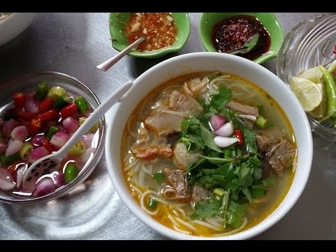 Bún bò giò heo - Beef and pork knuckle noodle soup