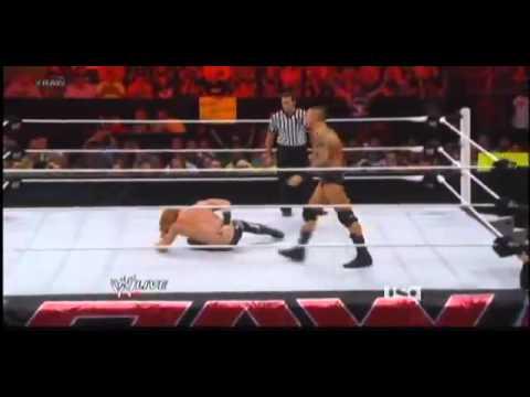 Randy Orton fait son retour à Raw le 30 juillet 2012
