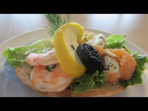 Valentine's Day bundles of love: Smoked salmon and caviar (recipe ...