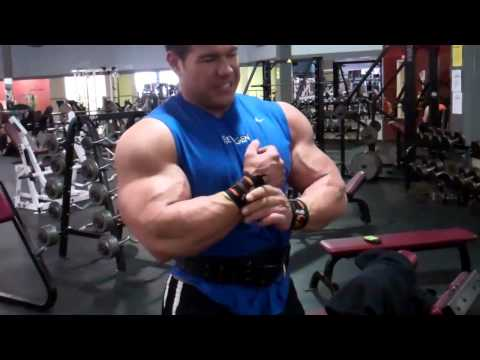 Steve Kuclo 100-pound dumbbell curls