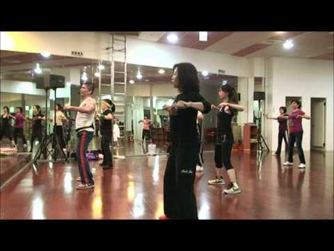 Mc Koringa Mulherada Desce e Senta / ZUMBA WITH HOWARD