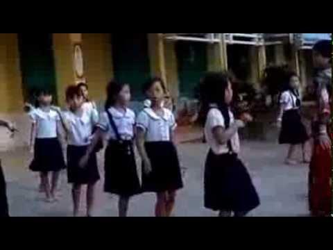 Tập múa cho học sinh chuẩn bị 20/11