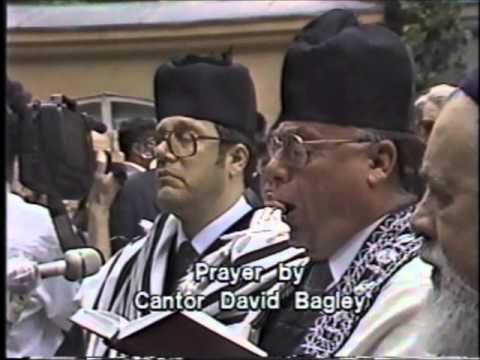 Cantor David Bagley Sings Kel Maleh Rachamim 1991 50th Holocaust Memorial Bucharest
