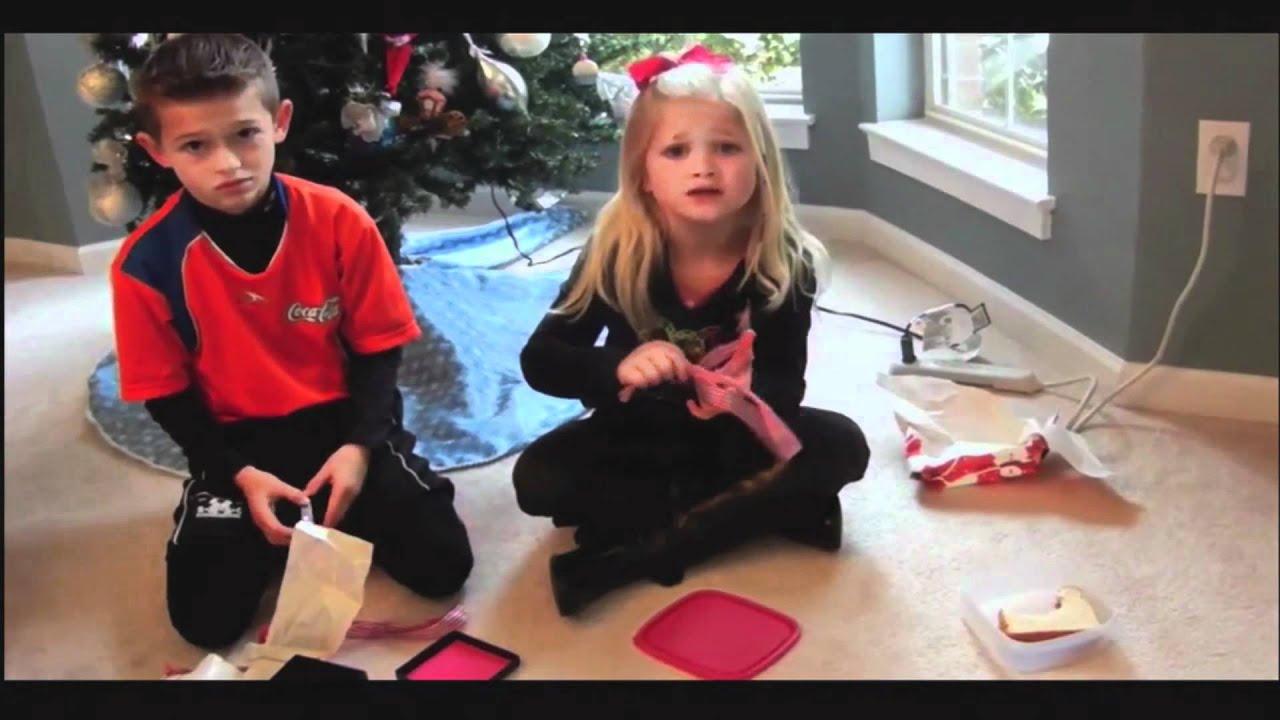 Kids opening christmas presents gif maxresdefault