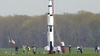 STEVE EVES SATURN V MODEL ROCKET RECORD FLIGHT VIDEO Roy Dawson
